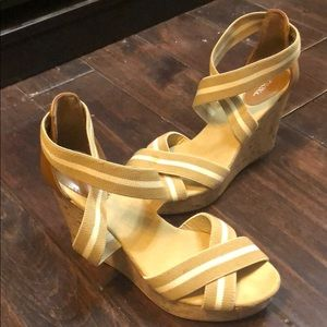 Women's size 9.5 melons wedges